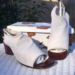 Donald J Pliner white elastic mesh/tortoise heels